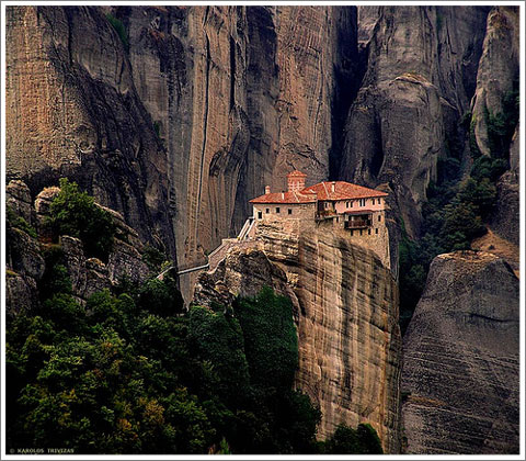 house on the cliff-1