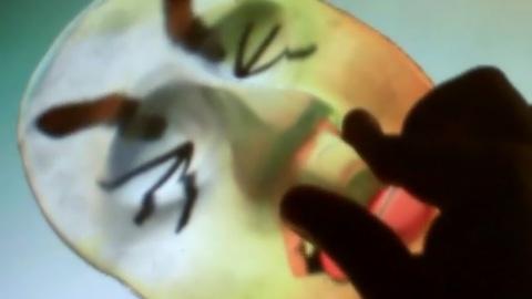 コレは...! 「柔らかいタッチパネル」を用いた「揉めるディスプレイ」(動画)